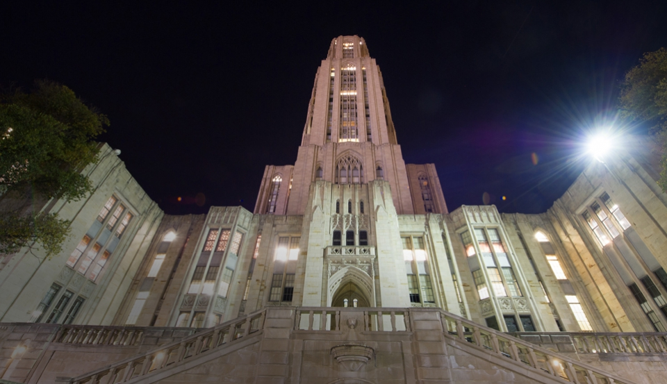 Cathedral of Learning at night
